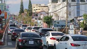 Đường phố Đà Lạt vào mỗi dịp lễ, tết nhiều đoạn kẹt cứng phương tiện