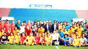 Các cựu cầu thủ Hồng Hà - Trường Sơn - Cửu Long tái ngộ ở Quảng Ninh năm 2020. Ảnh: P.NGUYỄN