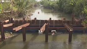 Tiền Giang: Tháo dỡ nhiều đập thép ngăn mặn