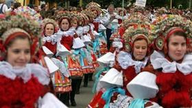 Czech: Quốc hội ủng hộ thay đổi họ của phụ nữ