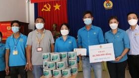 Liên đoàn Lao động Bình Dương hỗ trợ công nhân bị ảnh hưởng bởi dịch Covid-19
