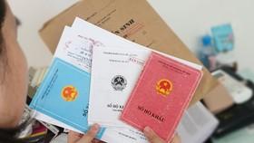 Từ ngày 1-7, luật quy định bỏ sổ hộ khẩu, sổ tạm trú giấy để rút gọn  thủ tục hành chính, người dân được hưởng nhiều tiện lợi