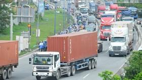 Chưa quyết liệt ngăn chặn xe quá tải