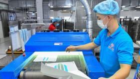 Công nhân Công ty TNHH Sản xuất Thương mại in Minh Mẫn, KCN Tân Bình, thắt chặt công tác phòng dịch Covid-19