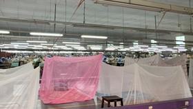 Doanh nghiệp bố trí công nhân ở lại nhà máy để duy trì sản xuất