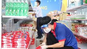 TPHCM cho phép nhân viên siêu thị, cửa hàng tiện lợi được lưu thông sau 18 giờ