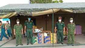 Quà tặng từ Suntory PepsiCo được chuyển đến lực lượng tham gia phòng, chống dịch Covid-19 quận Phú Nhuận