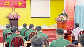 Trung tướng Nguyễn Văn Nam, Tư lệnh Bộ Tư lệnh TPHCM phát biểu giao nhiệm vụ cho các chiến sĩ. Ảnh: HOÀNG HÙNG