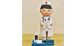 """Mô hình bác sĩ trong bộ  sưu tập """"Chống dịch Covid-19"""" của chị Thanh Thương"""
