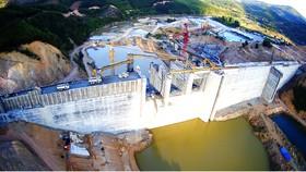 Đại công trường dự án hồ chứa thủy lợi Đồng Mít (tổng vốn 2.140 tỷ đồng) nỗ lực chạy đua về đích. Ảnh: NGỌC OAI