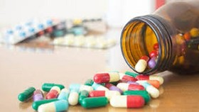 """Loạn thuốc điều trị Covid-19 """"3 không"""""""