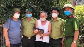 Hà Tĩnh: Người dân giao nộp nhiều cá thể khỉ và rùa quý hiếm
