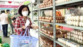 Xem xét tăng số lần đi chợ của người dân vùng xanh