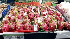 Thanh long Việt Nam phủ sắc đỏ, chiếm một góc lớn so với các quả khác tại siêu thị Thaikee - Trung tâm Sydney