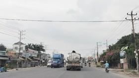 Trên đường DT 743 khá nhiều xe tải, container lưu thông trên đường và ra vào các khu công nghiệp. Ảnh: XUÂN TRUNG