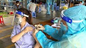 Mập mờ thu phí tiêm vaccine ở chung cư An Khang