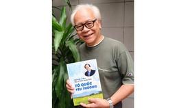 Nhạc sĩ Trần Xuân Tiến  và tập sách nhạc