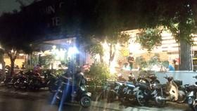 Quán cà phê V.T.M. nằm trên đường số 14 (quận Gò Vấp) đông nghẹt khách uống tại chỗ