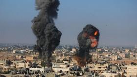Israel tấn công vào Gaza