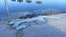 Mảnh vỡ của chiếc máy bay không người lái bị Israel bắn hạ.