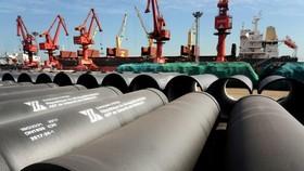 Giá hàng hóa từ thép, than, xi măng đến thủy tinh tăng phi mã. Ảnh: Reuters.