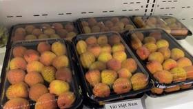 Vải thiều sớm Bắc Giang trên kệ của siêu thị tại Nhật Bản. Ảnh: N.THỌ