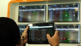 Chưa bao giờ dòng tiền đổ vào thị trường chứng khoán nhiều như hiện nay. Ảnh minh họa: TTXVN