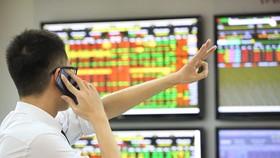 'Cá mập' thao túng giá cổ phiếu