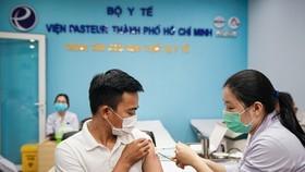 Người dân ở TPHCM cần chuẩn bị gì khi được tiêm vaccine Covid-19?