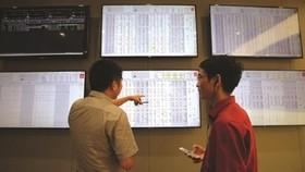 Hình ảnh nhà đầu tư trên thị trường chứng khoán. Ảnh: TL.