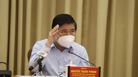 Chủ tịch UBND TPHCM Nguyễn Thành Phong: Nhất định chúng ta sẽ chiến thắng dịch bệnh, tiếp tục phát triển kinh tế - xã hội, đem lại sự bình an, ấm no, hạnh phúc cho Nhân dân TP. Ảnh: Tuổi trẻ
