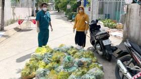 'Chợ Lạc Xoong' ngày đêm cứu trợ người nghèo TPHCM trong dịch
