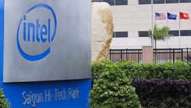 Intel, Coca-Cola thuê khách sạn, tiêm vaccine Covid-19, tặng tiền cho công nhân