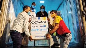 Bangladesh tiếp nhận lô vaccine Covid-19 từ cơ chế Covax vào tháng 8-2021.