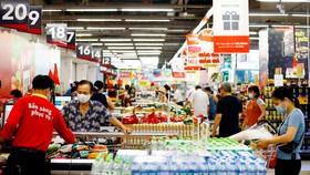 Sở Công thương đề xuất UBND TPHCM nghiên cứu cho phép hệ thống siêu thị, cửa hàng tiện lợi, cửa hàng thực phẩm mở rộng thời gian bán hàng đến 21h hàng ngày.