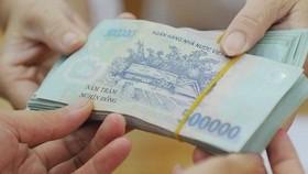 Trái lại các tổ chức kinh tế lại thích gửi tiền vào ngân hàng.