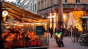 A Stockholm restaurant was filled with diners on March 27. PHOTO: JONATHAN NACKSTRAND/AGENCE FRANCE-PRESSE/GETTY IMAGES