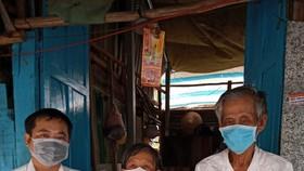 Nhiều phần qua gạo, mì đã đến tay các gia đình diện nghèo, khó khăn trên địa bàn tỉnh Hậu Giang.