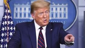 Làm ơn mắc oán: Tổng thống Trump bị kiện vì gói cứu trợ 2.000 tỷ USD