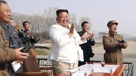 Ông Kim Jong Un bất ngờ xuất hiện sau nhiều đồn đoán về sức khỏe