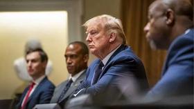 Tổng thống Trump nói đang uống thuốc trị sốt rét để ngừa COVID-19