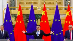 Các quan chức châu Âu cùng Thủ tướng Trung Quốc Lý Khắc Cường, tháng 7/2018 ảnh: Reuters