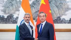 Ngoại trưởng Trung - Ấn thẳng thừng đổ lỗi, chỉ trích nhau về xung đột biên giới