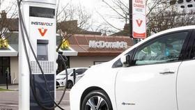 Ô tô chạy xăng dầu có thể bị cấm tại Anh