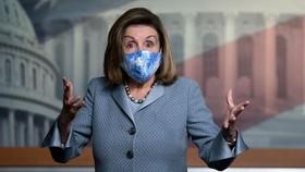 Chủ tịch Hạ viện Nancy Pelosi, D-Calif., Tổ chức một cuộc họp báo tại Điện Capitol ở Washington, Thứ Năm, ngày 29 tháng 10 năm 2020. (Ảnh AP / J. Scott Applewhite)