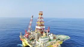 Một giàn khoan dầu của Bắc Kinh trong vùng biển tranh chấp ở Biển Đông.  Ảnh: Weibo