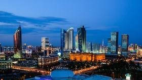 Một góc thủ đô Astana, Kazakhstan về đêm. Kazakhstan là quốc gia thịnh vượng là phát triển bậc nhất ở Trung Á với GDP hằng năm ở mức 170 tỷ USD. Nguồn ảnh: Evgeny Tkachenko