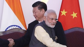 Chủ tịch Trung Quốc Tập Cận Bình và Thủ tướng Ấn Độ Narendra Modi. Ảnh: AP