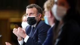 Tổng thống Pháp Macron phát biểu trong một sự kiện về khí hậu ngày 14-12 ở Paris. Ảnh: AP