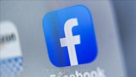Biểu tượng của Facebook trên màn hình máy tính bảng. Ảnh: AFP/TTXVN
